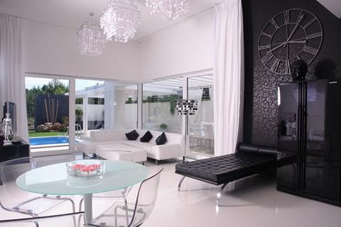 fekete fehér modern otthon