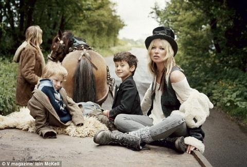 Cigánytábor úton Kate Moss V Magazin