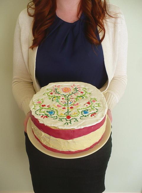hímzett torta