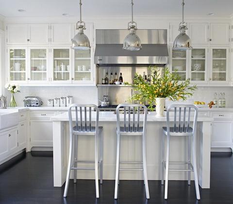 fehér konyha konyhaszigettel