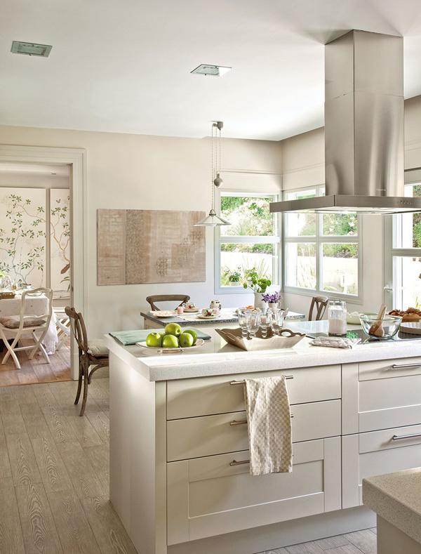 spanyol ház napfényes konyhája