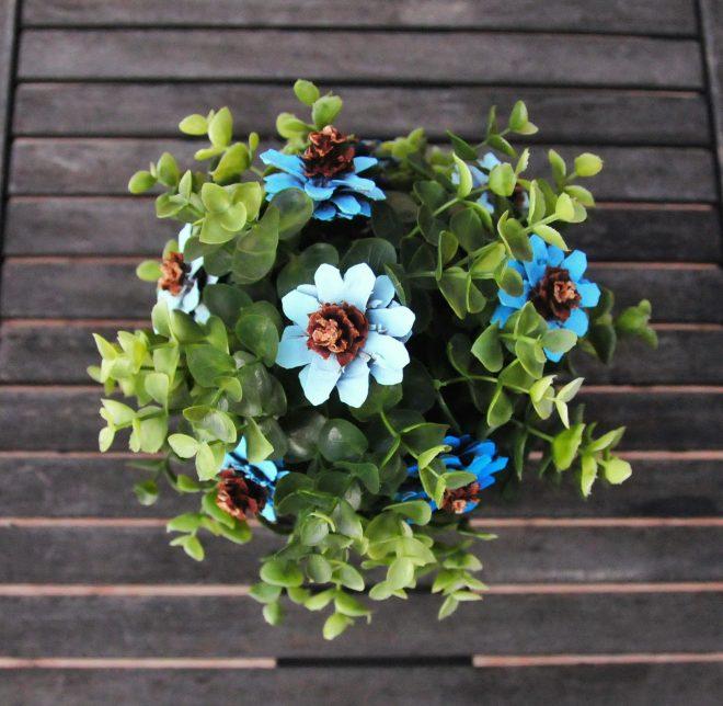 Festett toboz virág csokor